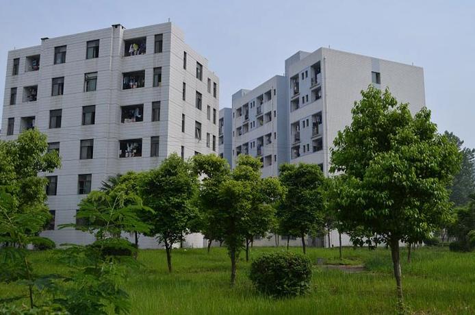中国五冶高级技工学校龙泉校区宿舍楼